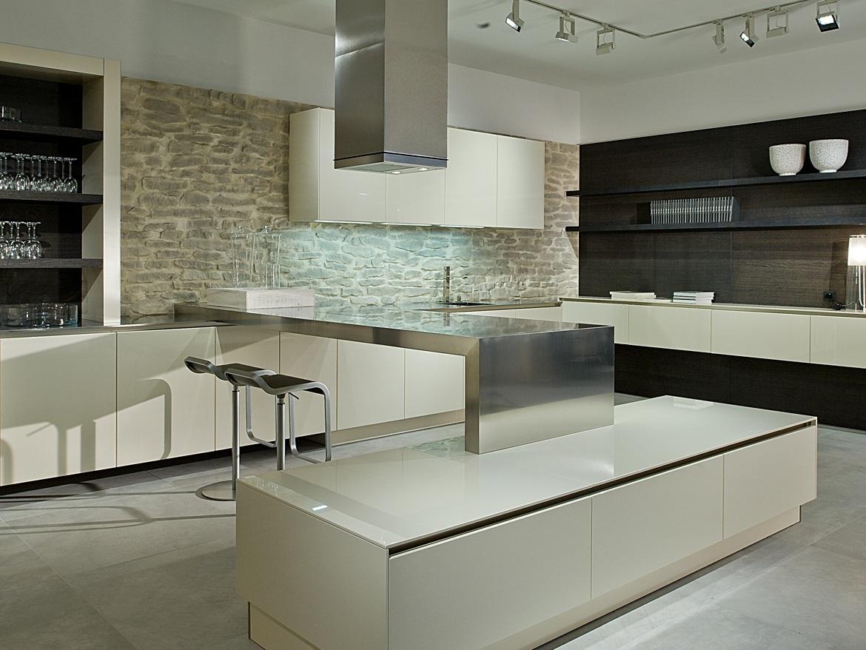 haecker kuechen showroom ceramiche refin s p a. Black Bedroom Furniture Sets. Home Design Ideas